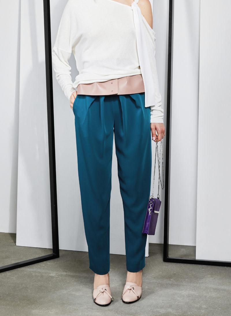 blouse-palaidinė-trousers-kelnės-bag-rankinė-bet-diržas