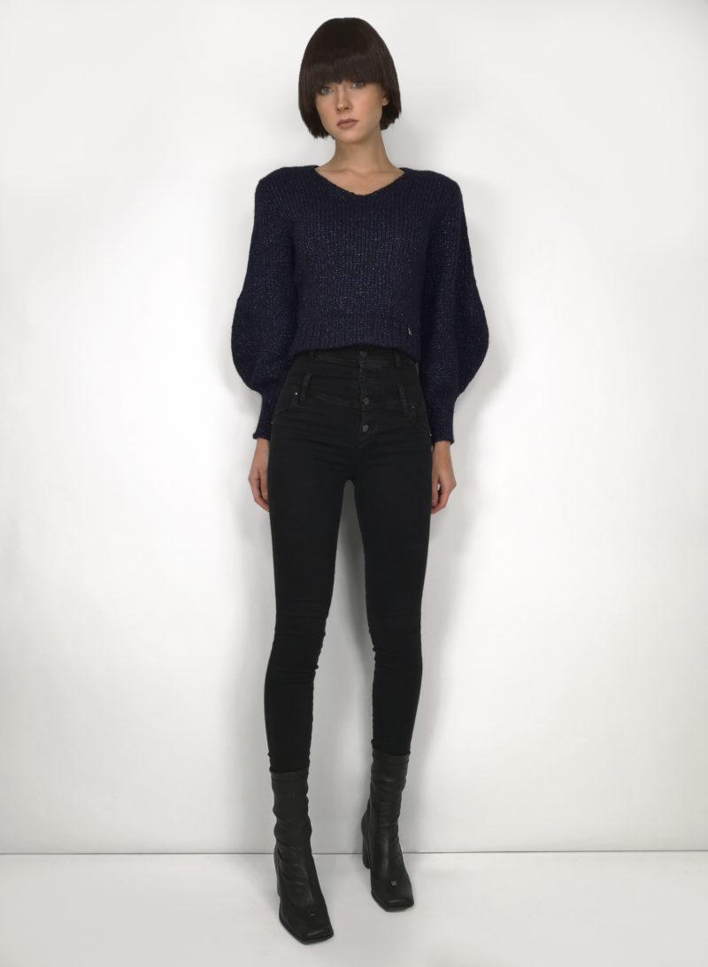 sweater-megztinis-jeans-džinsai